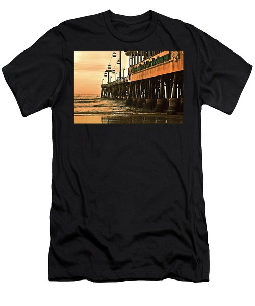 Daytona Beach Pier Men's T-Shirt (Athletic Fit)