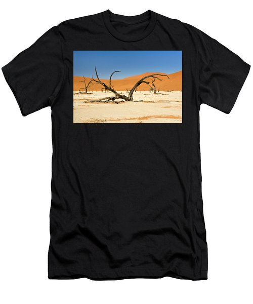Deadvlei With Tree Men's T-Shirt (Athletic Fit)