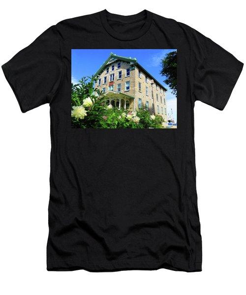 Dec Building Cape Vincent Ny Men's T-Shirt (Athletic Fit)