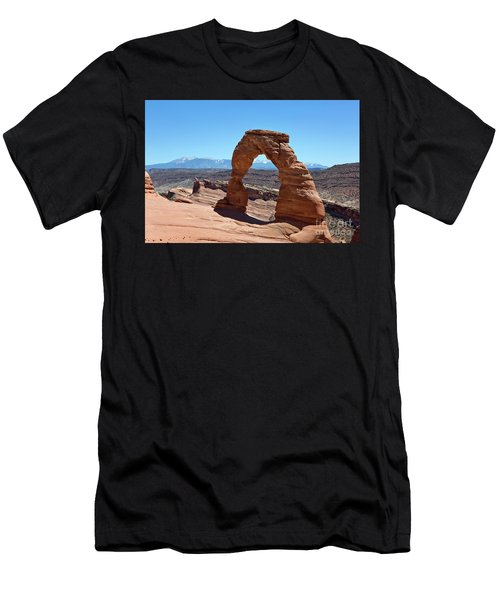 Delicate Arch Arches National Park Men's T-Shirt (Athletic Fit)