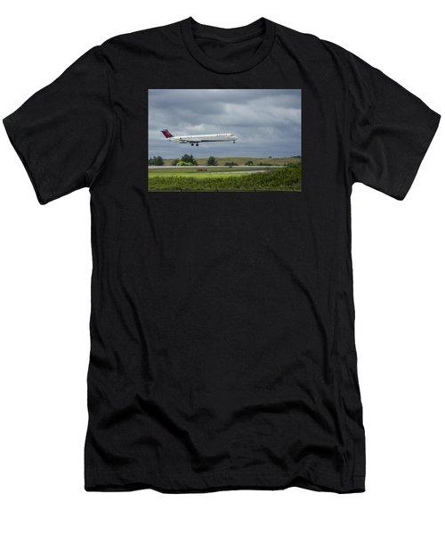 Delta Airlines Mcdonnell Douglas Aircraft N952dl Hartsfield-jackson Atlanta International Airport Men's T-Shirt (Athletic Fit)