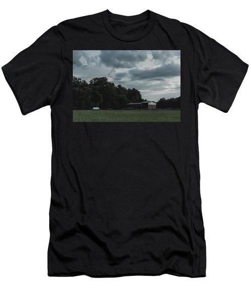 Desaturated Barn Men's T-Shirt (Athletic Fit)