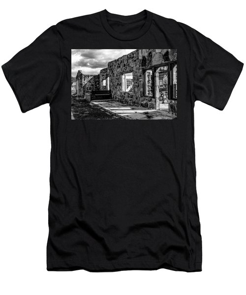 Desert Lodge Bw Men's T-Shirt (Athletic Fit)