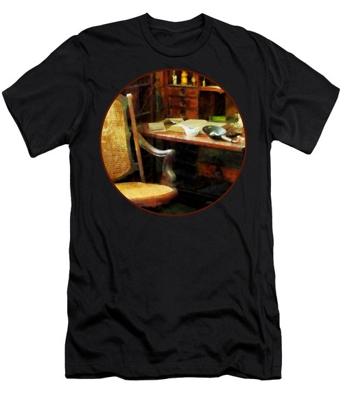 Doctor - Doctor's Office Men's T-Shirt (Athletic Fit)