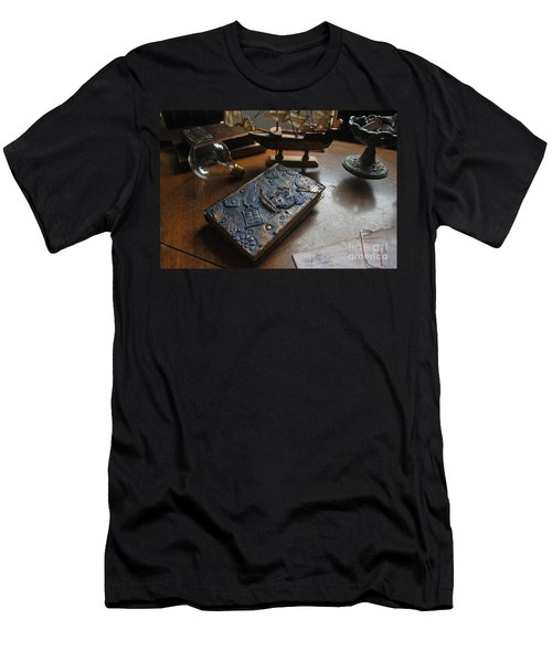 Doctor Who Steampunk Journal  Men's T-Shirt (Athletic Fit)