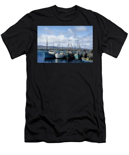 Donegal Fishing Port Men's T-Shirt (Athletic Fit)