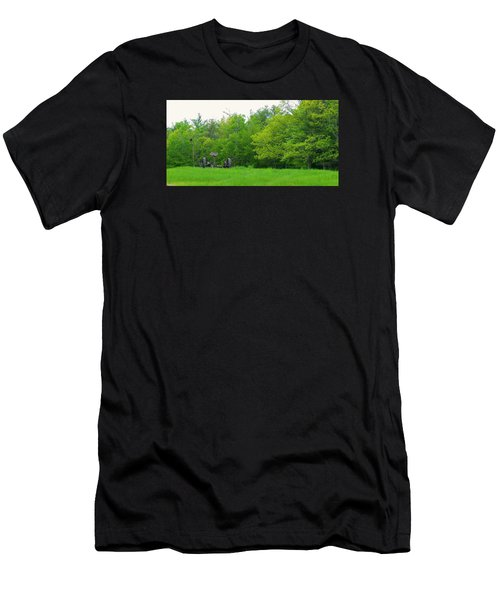 Down On The Farm Men's T-Shirt (Athletic Fit)