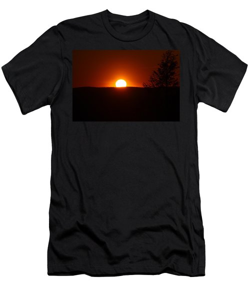 Dramatic Sunset View From Mount Tom Men's T-Shirt (Athletic Fit)
