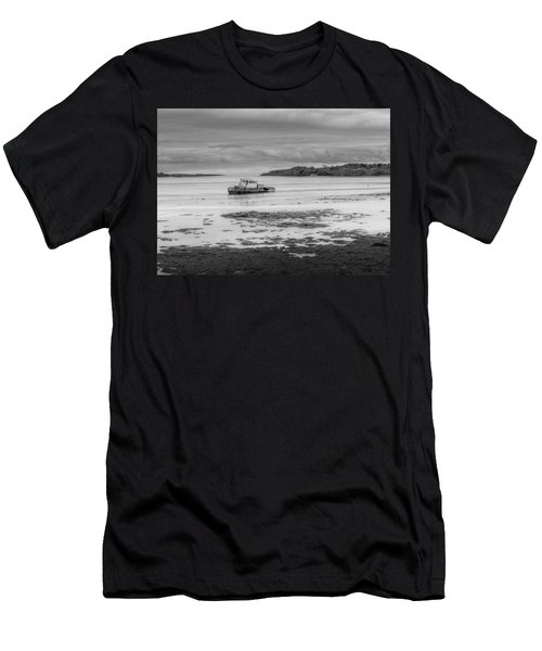 Dundrum The Old Boat Wreck Men's T-Shirt (Athletic Fit)