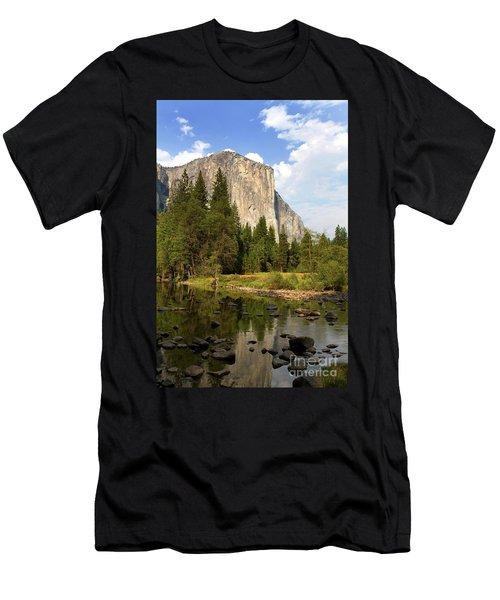 El Capitan Yosemite National Park California Men's T-Shirt (Athletic Fit)