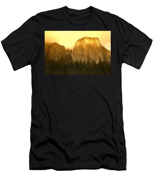 El Capitan Yosemite Valley Men's T-Shirt (Athletic Fit)