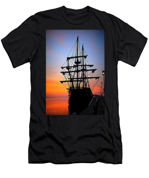 El Galeon At Sunrise Men's T-Shirt (Athletic Fit)