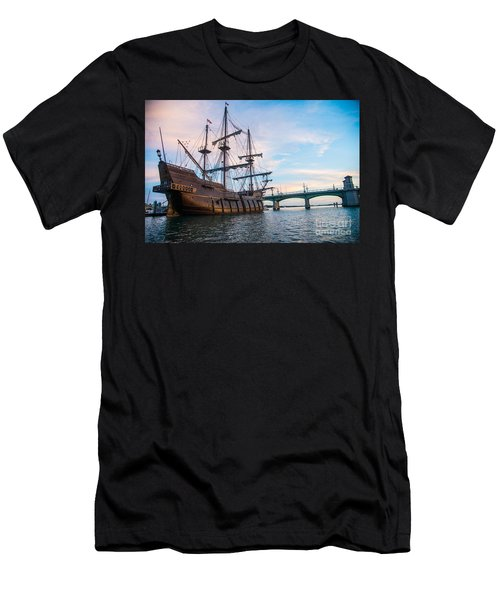 El Galeon Men's T-Shirt (Athletic Fit)