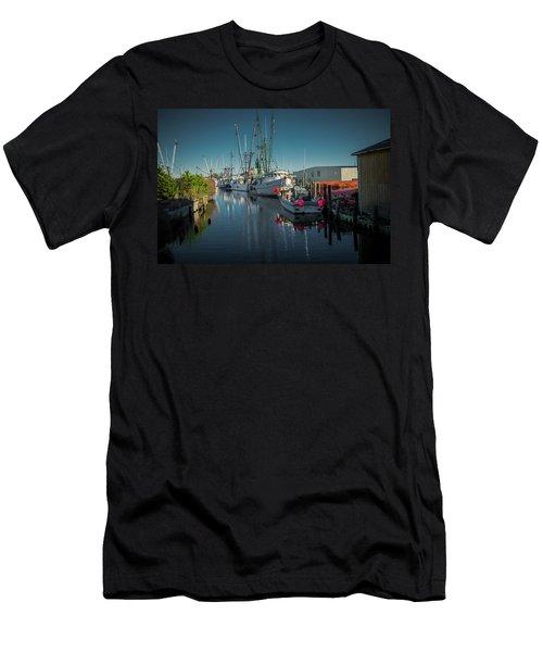 Englehardt,nc Fishing Town Men's T-Shirt (Slim Fit)