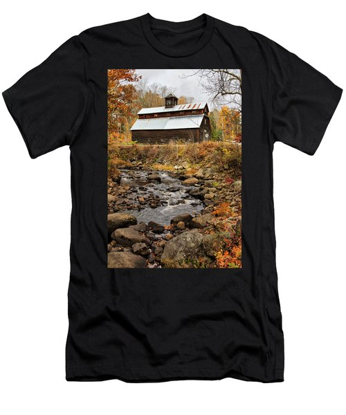 Fall Barn  Men's T-Shirt (Athletic Fit)