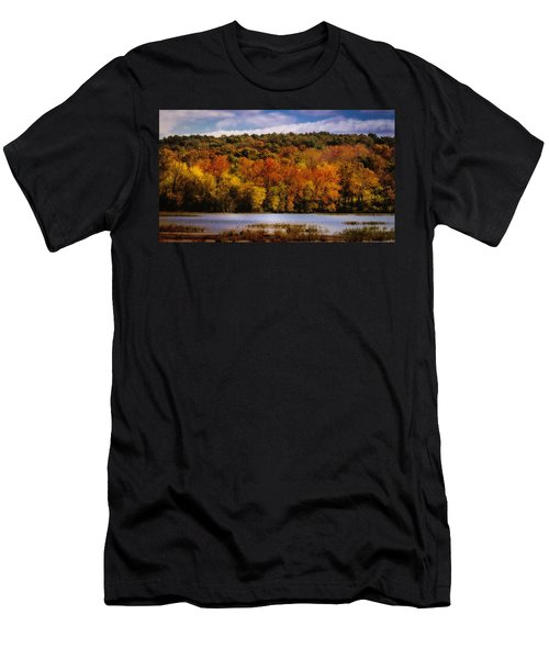 Fall On Springfield Lake Men's T-Shirt (Athletic Fit)