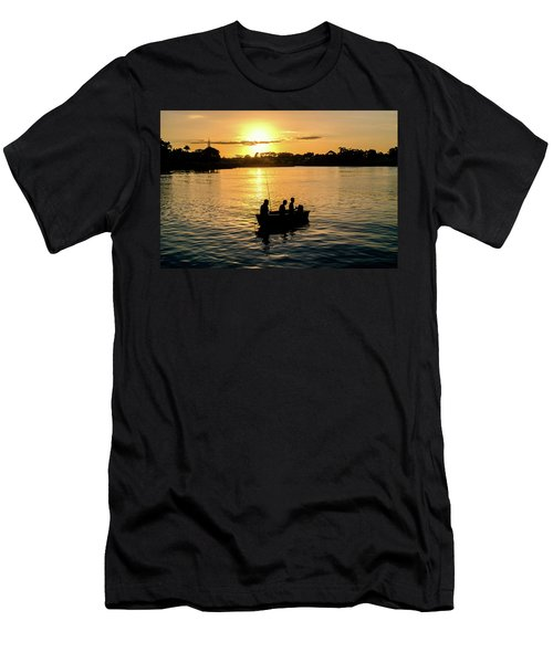 Fishing In Auckland Men's T-Shirt (Athletic Fit)