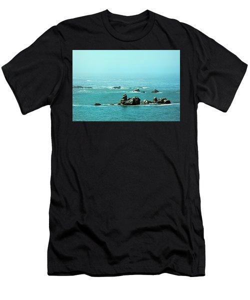 Sunny Blue Pacific Ocean Along The Oregon Coast Men's T-Shirt (Athletic Fit)