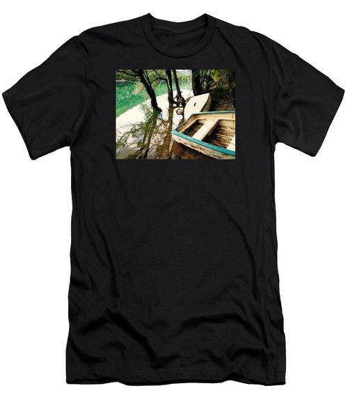 Forgotten Boats Men's T-Shirt (Athletic Fit)