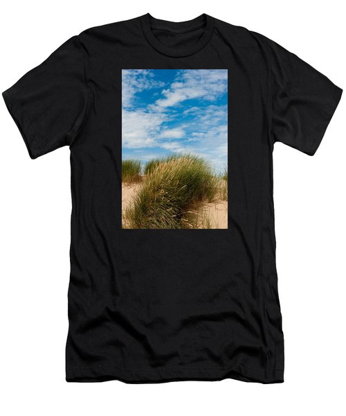 Formby Sand Dunes And Sky Men's T-Shirt (Athletic Fit)