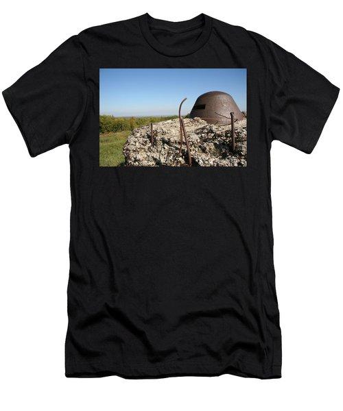 Fort De Douaumont - Verdun Men's T-Shirt (Athletic Fit)