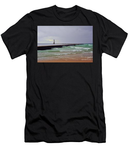Frankfurt Lighthouse Breakwater Men's T-Shirt (Athletic Fit)
