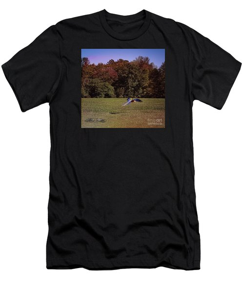 Free Flighted Macaw Men's T-Shirt (Athletic Fit)