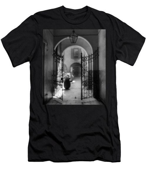French Quarter Courtyard Men's T-Shirt (Athletic Fit)