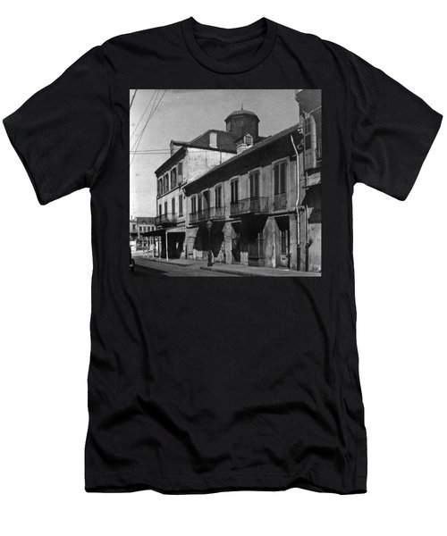 French Quarter Residences Men's T-Shirt (Athletic Fit)