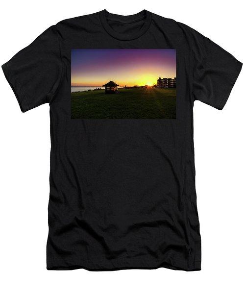 Frinton On Sea Men's T-Shirt (Athletic Fit)