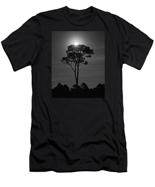 Full Moon Pearl  On Old Longleaf Pine Setting Men's T-Shirt (Athletic Fit)