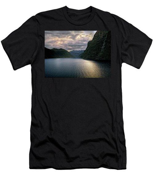 Geiranger Fjord Men's T-Shirt (Athletic Fit)