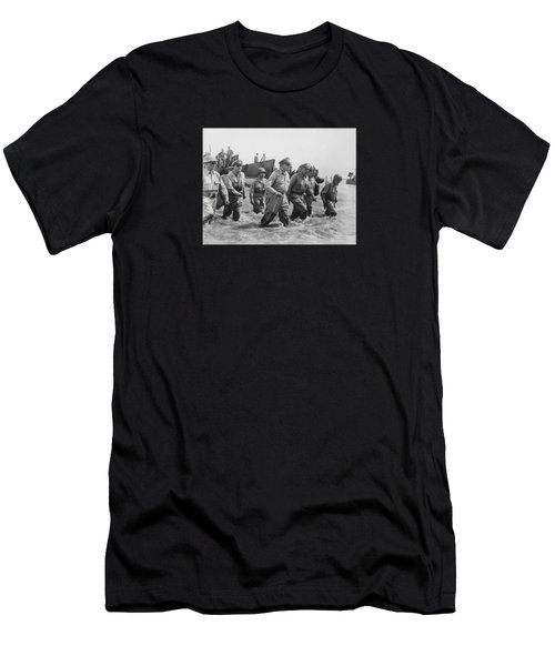 General Douglas Macarthur Returns Men's T-Shirt (Athletic Fit)
