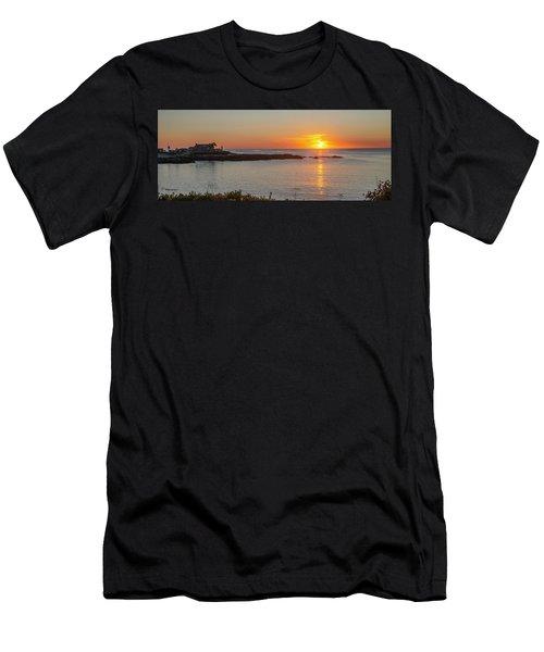 George Bush Home - Kennebunkport Men's T-Shirt (Athletic Fit)