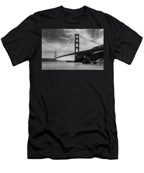 Golden Gate East Bw Men's T-Shirt (Athletic Fit)