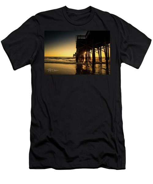 Golden Pier  Men's T-Shirt (Athletic Fit)