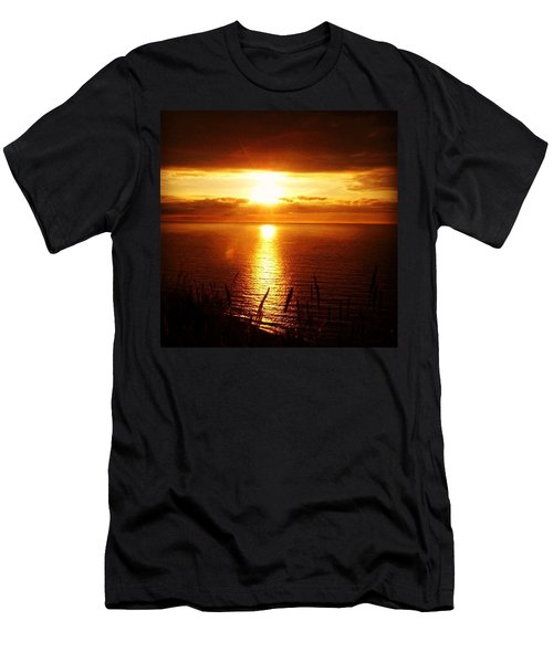 Going Down Of The Sun Men's T-Shirt (Athletic Fit)
