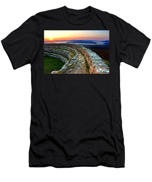 Grianan Fort Sunset Men's T-Shirt (Athletic Fit)