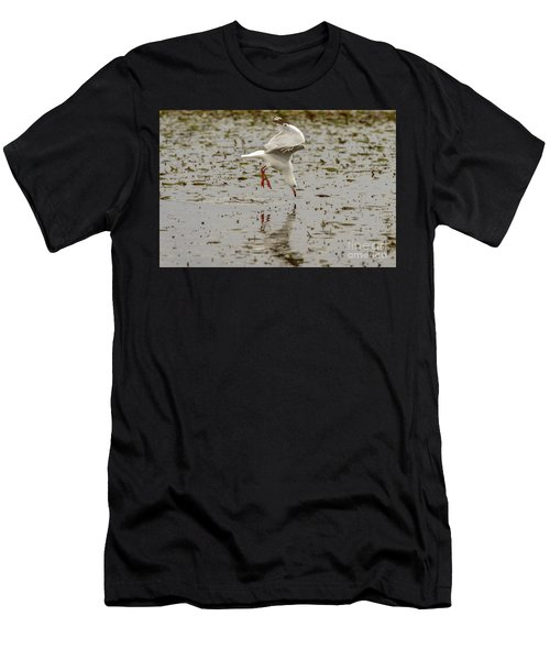 Gull Fishing 01 Men's T-Shirt (Athletic Fit)