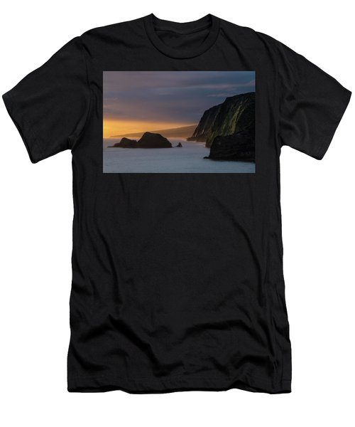 Hawaii Sunrise At The Pololu Valley Lookout Men's T-Shirt (Athletic Fit)