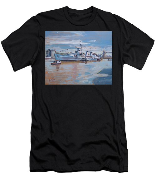Hms Belfast Shows Off In The Sun Men's T-Shirt (Athletic Fit)