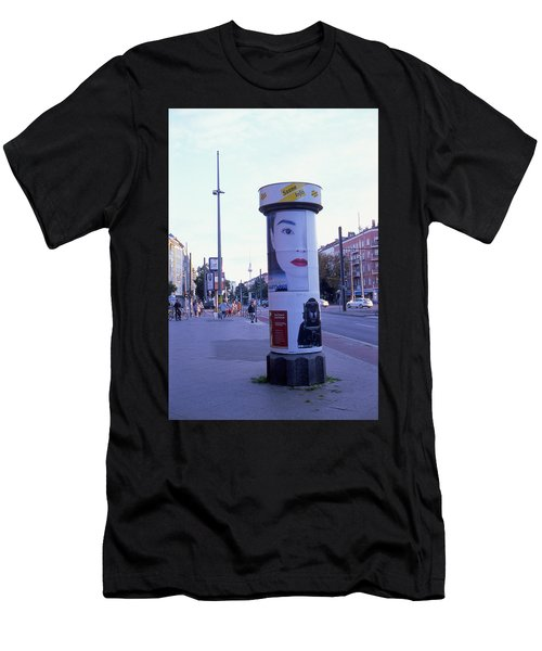 Hong Kong In Berlin Men's T-Shirt (Athletic Fit)