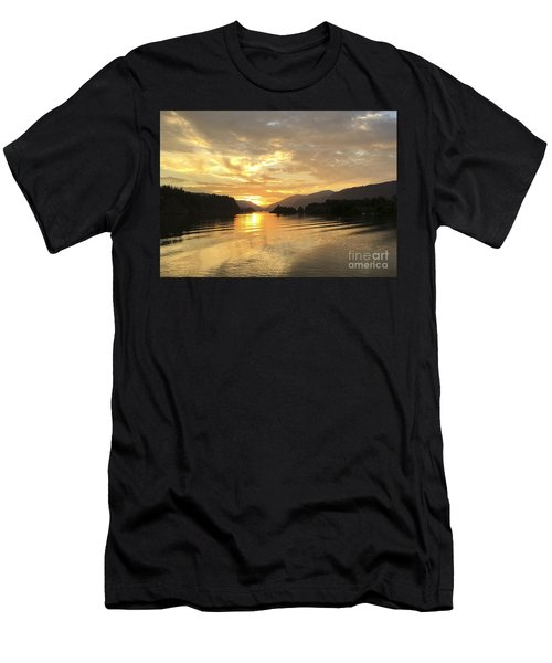 Hood River Golden Sunset Men's T-Shirt (Athletic Fit)