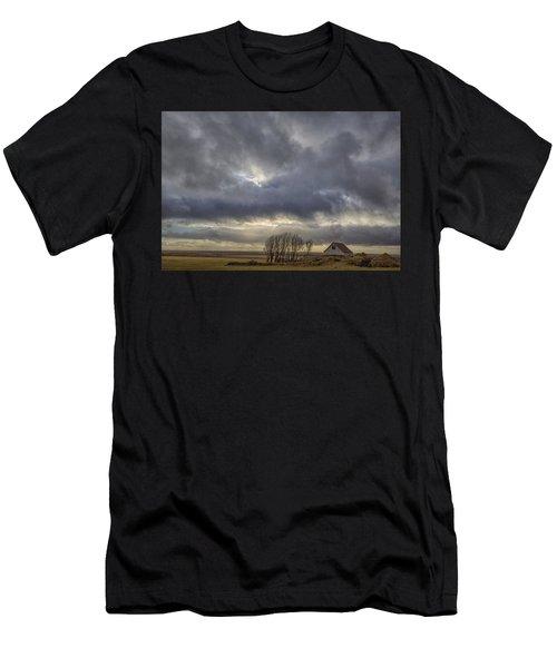 Iceland Buildings Men's T-Shirt (Athletic Fit)