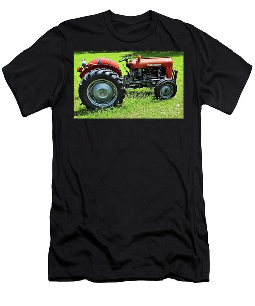 Imt 539 Tractor Men's T-Shirt (Athletic Fit)