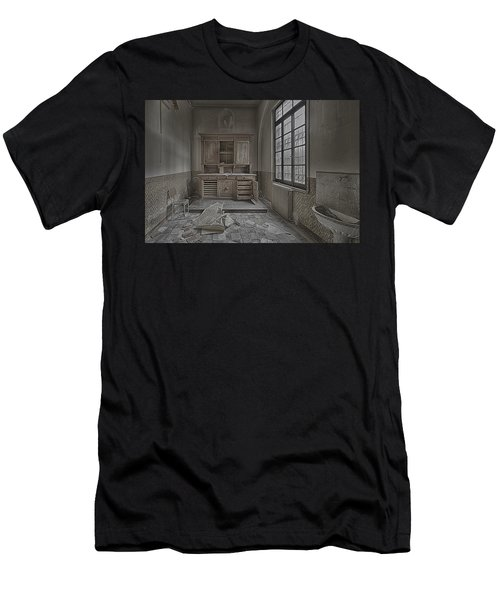 Interior Furniture Atmosphere Of Abandoned Places Dig Photo Men's T-Shirt (Athletic Fit)