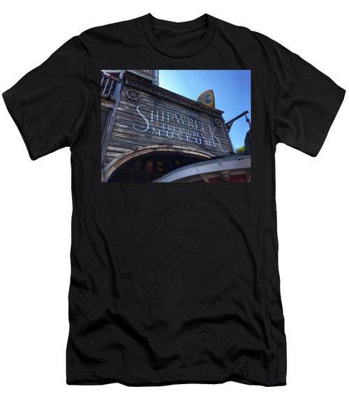 Key Museum  Men's T-Shirt (Athletic Fit)