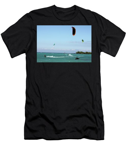 Kite Surfers And Maui Men's T-Shirt (Athletic Fit)