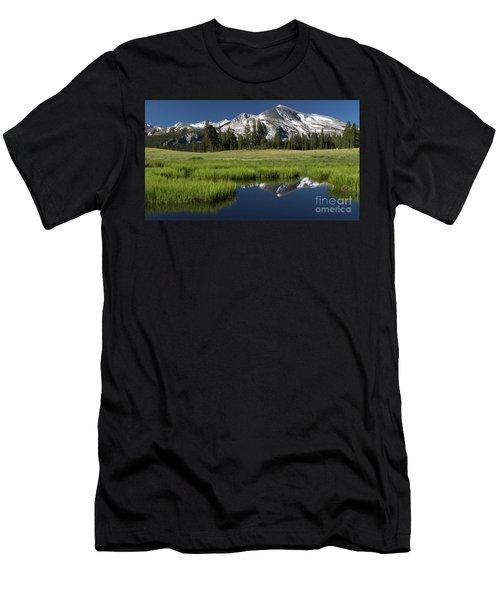 Kuna Crest Men's T-Shirt (Athletic Fit)