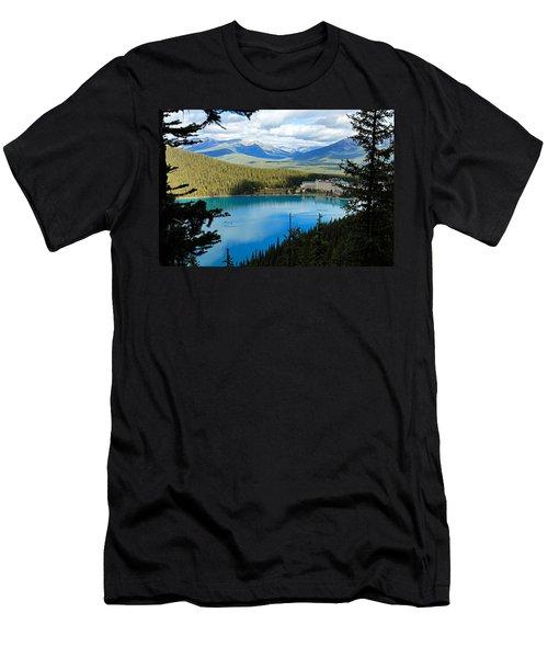 Lake Louise Chalet Men's T-Shirt (Athletic Fit)